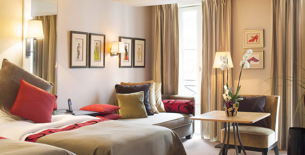 cozy bedroom in Paris 6